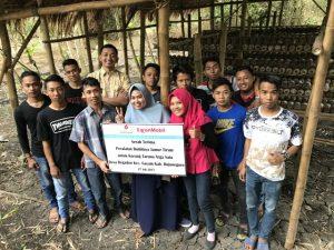 Pihak EMCL memberikan Peralatan pengolahan kepada Karang Taruna Desa Gayam, Bojonegoro