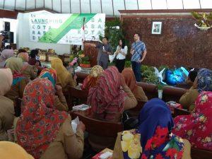 """Bupati Bojonegoro, Suyoto didampingi Konsultan memberikan sambutan pada launching """"Desa rasa kota"""" kemarin (28/02)"""